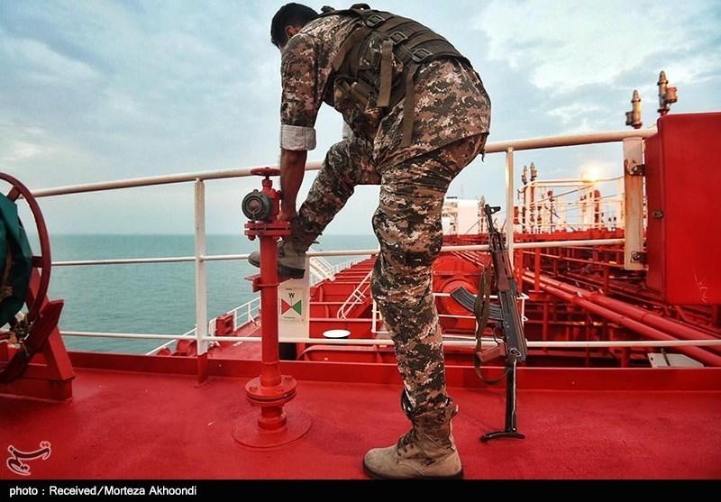 نیروی ویژه سپاه بر روی عرشه نفتکش انگلیسی