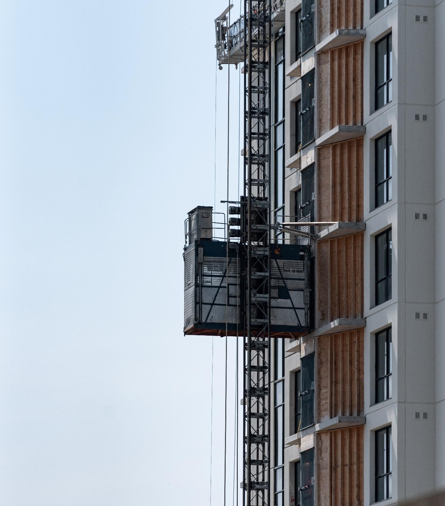 آهن کشی آسانسور در سازههای ساختمانی