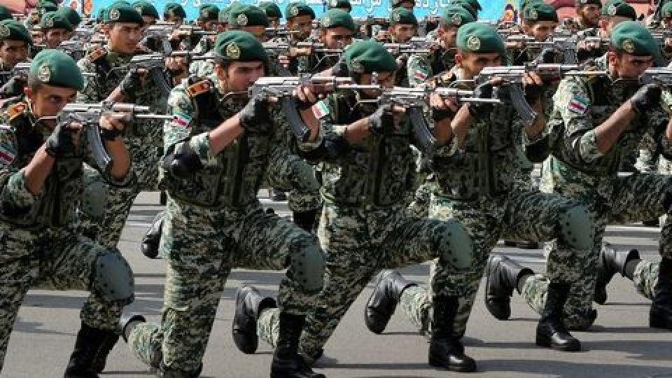 اجرای نظامی فوقالعاده و دیدنی ارتش جمهوری اسلامی ایران