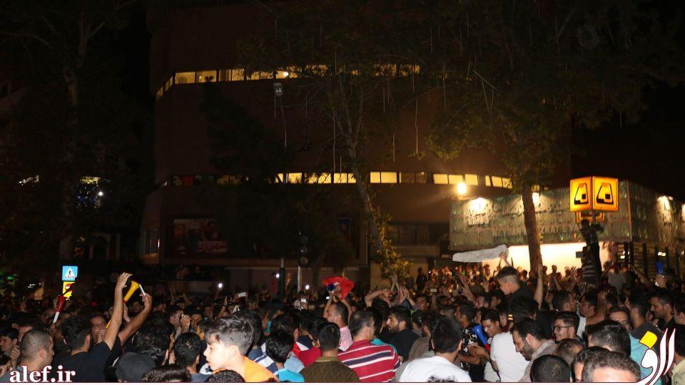 شادی شبانهی مردم، پس از بازی عزتمندانه ایران در مقابل پرتغال