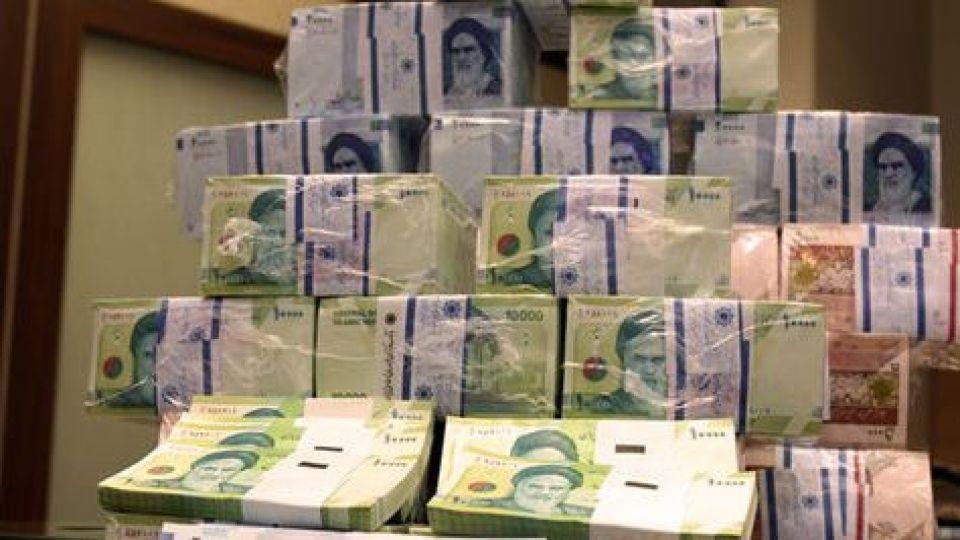 ۴عامل اصلی رشد حجم نقدینگی و چرخه باطلی که آن را افزایش داد/ کدام اقدامات منجر به کاهش ارزش پول ملی شد؟/ رشد ۱۸۱درصدی بدهی دولت روحانی با استقراض از بانکها+ نمودار
