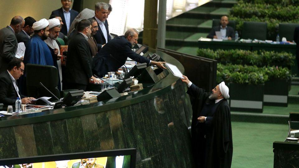 بودجه ۹۸؛ اقتصاد ایران و بایسته های آن از افزایش حقوق تا حذف یارانه اغنیا