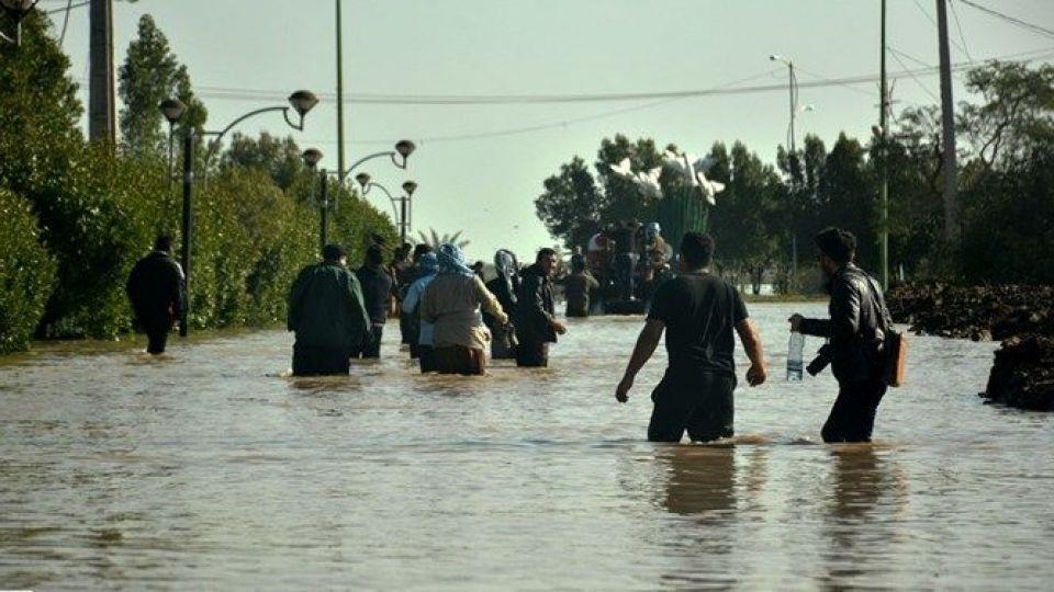 Image result for حضور مسئولین در سیل آق قلا
