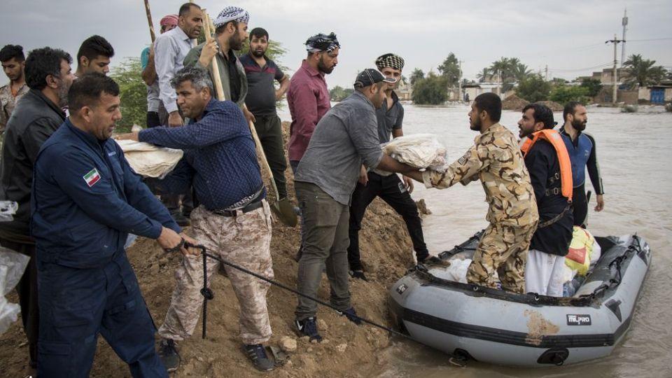 امدادرسانی مواکب به سیلاب خوزستان - 15