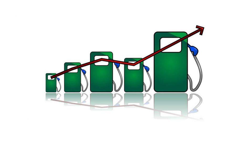 ۲۰ واقعیت درباره مصرف و قیمت بنزین و کالاهای اساسی/ بیش از ۴۰۰هزار میلیارد تومان انواع رانت سالانه توزیع میشود/ مردم تاب تحمل شوکهای قیمتی جدید را ندارند