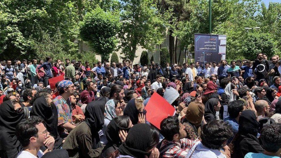 آیا مسئله اصلی معترضان به قوانین حجاب، آزادی و حق انتخاب است!؟