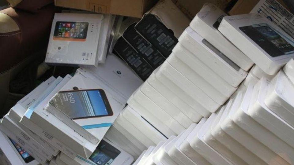 کشف محموله ۱۷۷ میلیارد ریالی قاچاق تلفن همراه و مبدل ارز دیجیتال