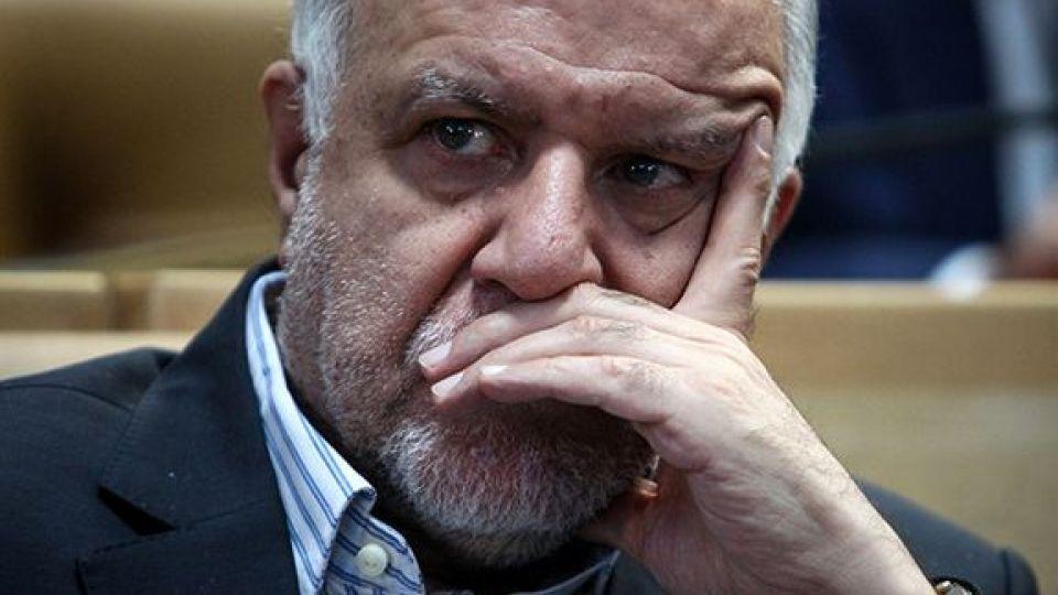معاون سابق وزیر نفت: خسارت ۳۴ هزار میلیارد تومانی کشور از حذف کارت سوخت/ مسئولیت با زنگنه است