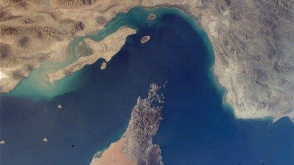 امکان صادرات نفت از شرق تنگه هرمز در پایان ۹۹