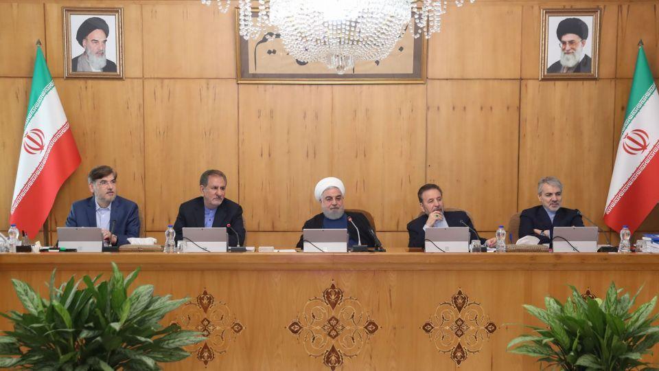 دستور روحانی برای حل معضل بوی نامطبوع اتوبان تهران - قم