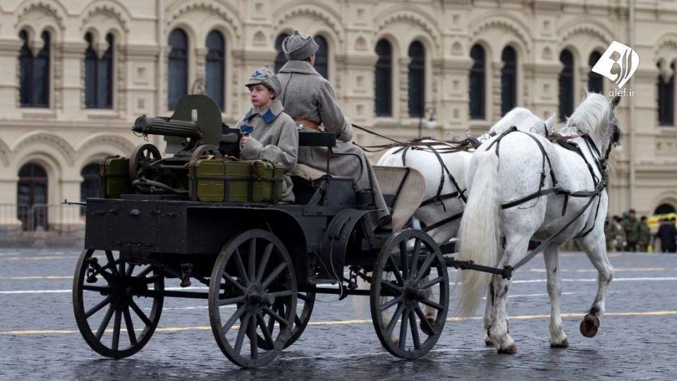 رژه نظامیان روسیه با لباسهای بیش از ۵۰ سال پیش