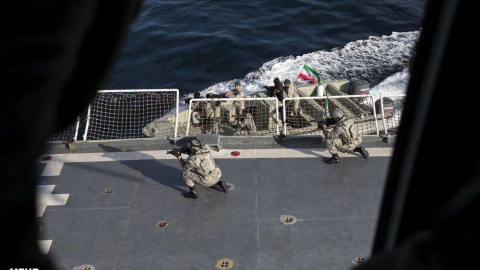 اعزام تکاوران نیروی دریایی ارتش و سپاه برای مقابله بادزدان دریایی