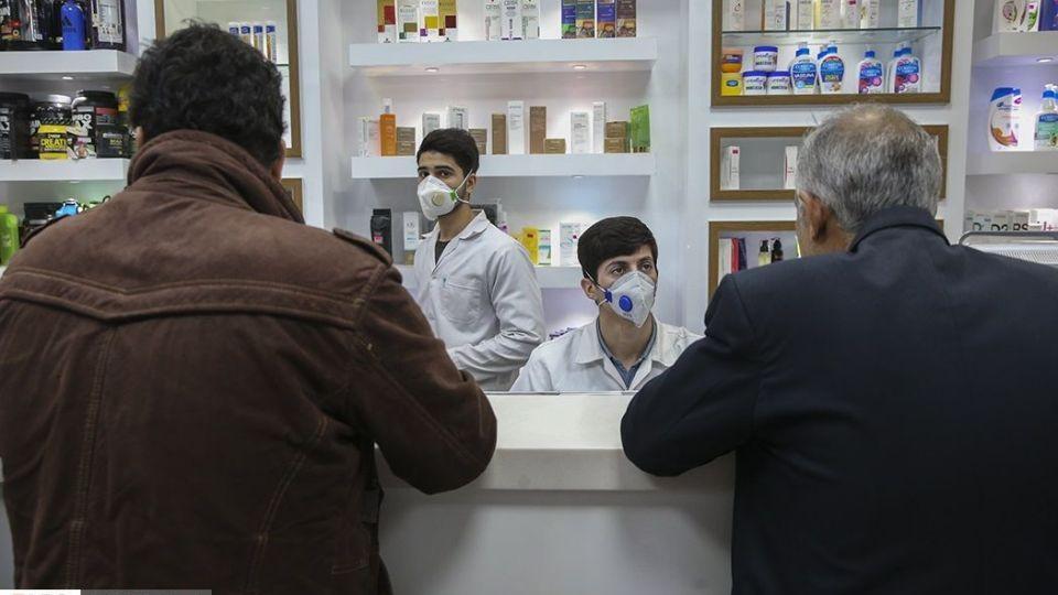توزیع ماسک در داروخانه های قم