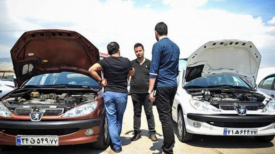 دلالان بازار خودرو مشخص هستند/ خودروساز وجود کالا در بازار را تضمین کند