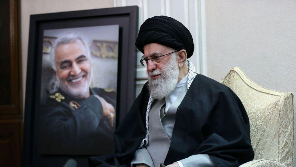 رهبر انقلاب: اگر سردار سلیمانی ۱۰ سال دیگر زنده بود، او را کنار نمیگذاشتم