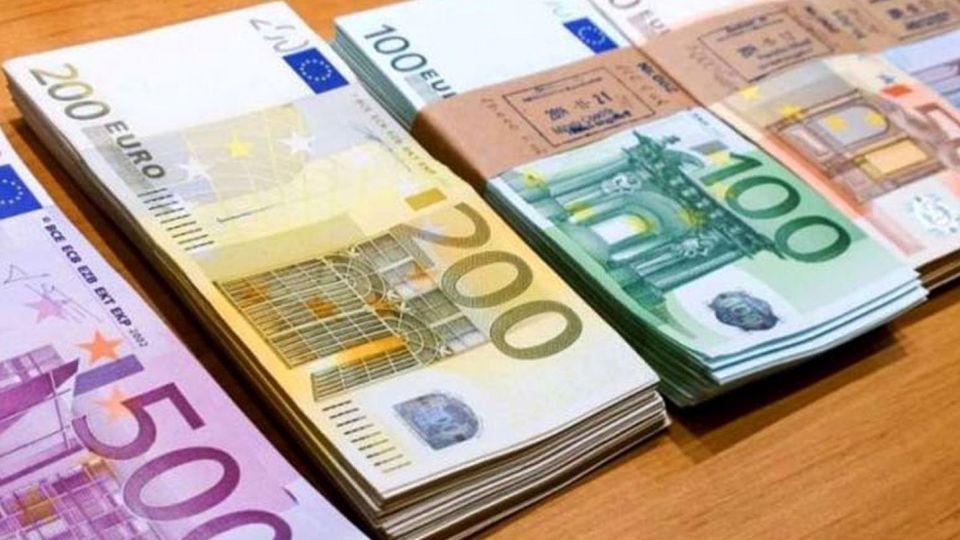قیمت روز دلار و یورو در صرافی