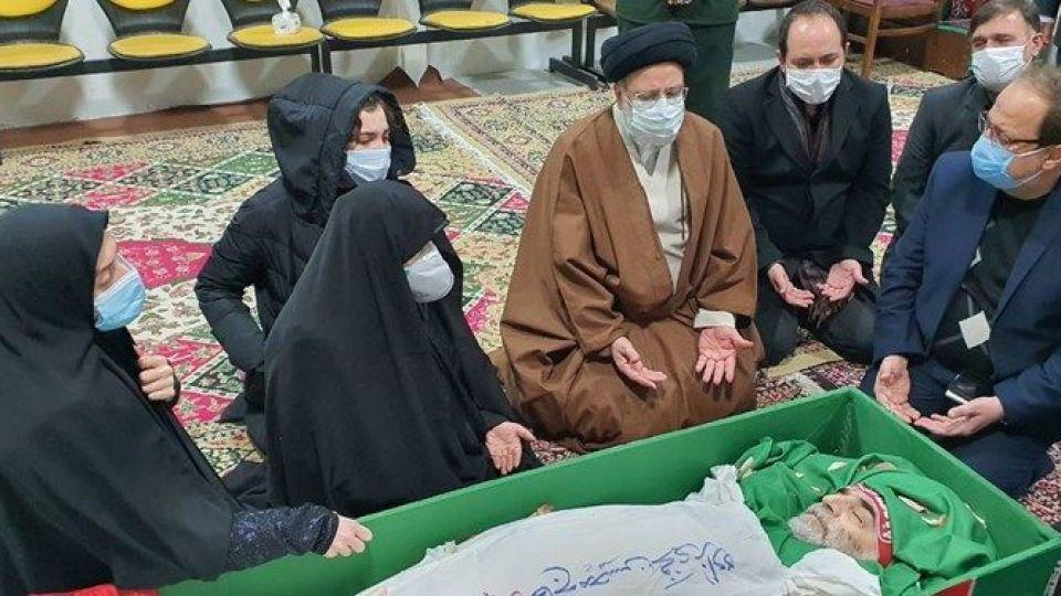 خانواده شهید فخری زاده با عزیزشان در معراج وداع کردند+عکس