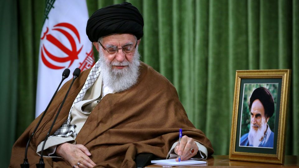 موافقت رهبر انقلاب با عفو و تخفیف مجازات 3840 نفر از محکومان