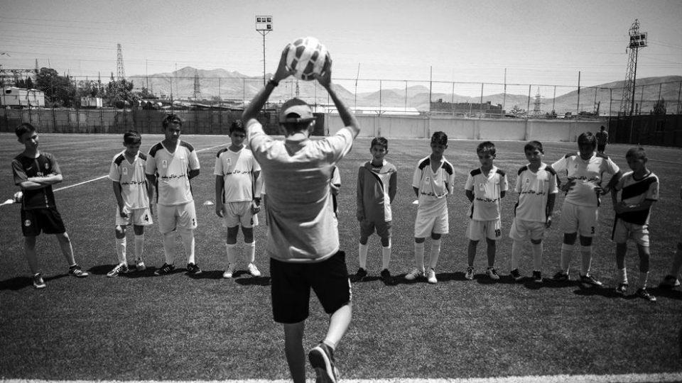مدرسه فوتبال رایگان برای کودکان کار و کمبرخوردار شروع به کار میکند