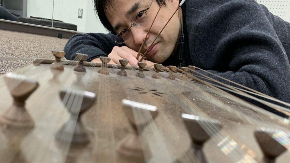 سنتورنوازی یک ژاپنی علاقهمند به موسیقی ایرانی