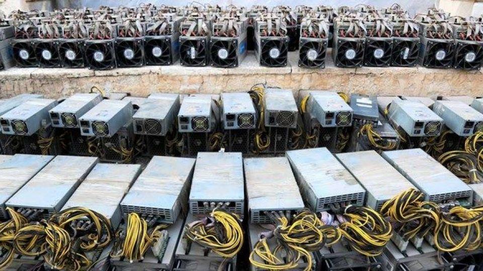 کشف ۱۵ دستگاه ماینر قاچاق در زنجان