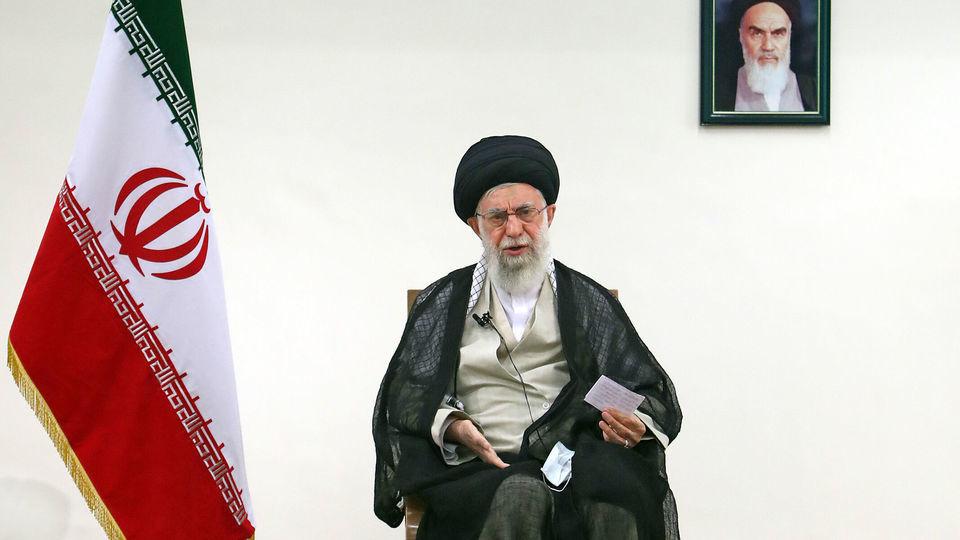 رهبر معظم انقلاب اسلامی: کرونا مسئله اول و فوری کشور است/ نگذارید مجالس حسینی موجب شیوع بیماری شود