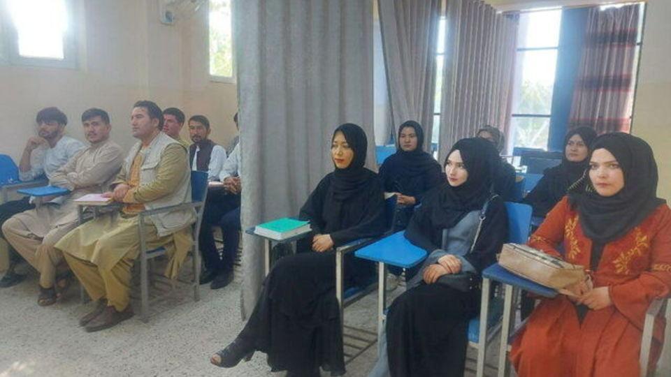 نصب پرده، سبک جدید تحصیل در دانشگاههای افغانستان