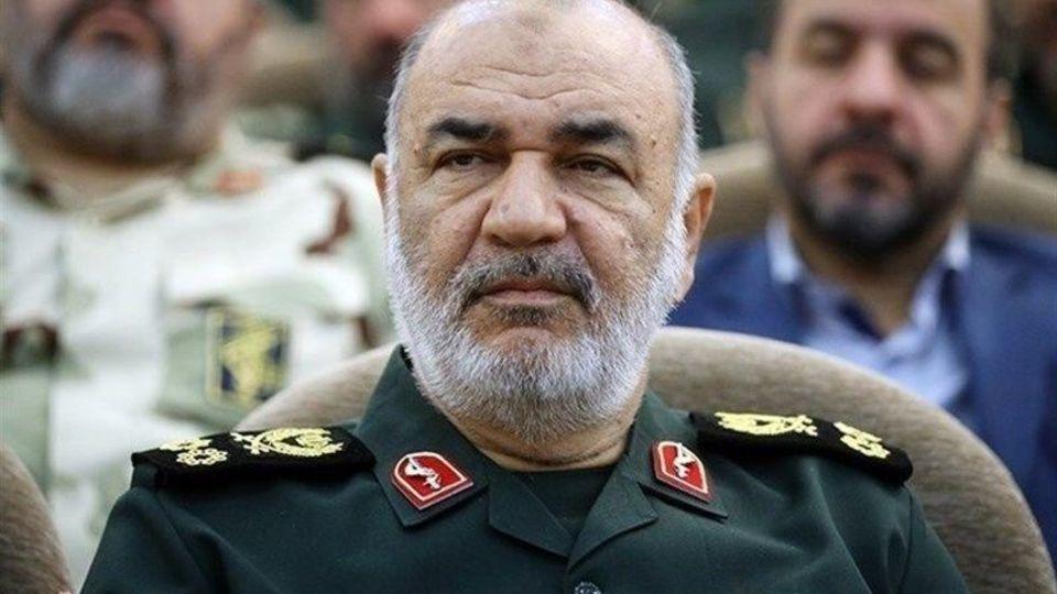 سرلشکر سلامی: دشمن اگر بماند هزینه میدهد و اگر برود فرار کرده است/دشمن در حصر اقتصادی ملت ایران متوقف شده