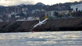 لغزندگی باند فرودگاه، هواپیما را تا لب دریا کشاند+ عکس