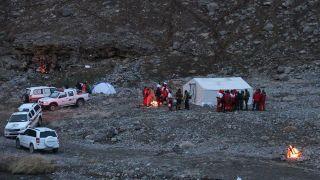 کمپ هلال احمر در محل سقوط هواپیما