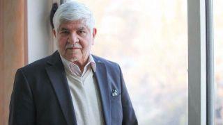 محمد هاشمی: برخورد نکردن با احمدینژاد برای همه عجیب است