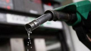 خیز نامحسوس دولت برای افزایش قیمت بنزین/ زمینه سازی دولت برای برگرداندن کارت سوخت/ مردم قربانی سیاست هویج و چماق